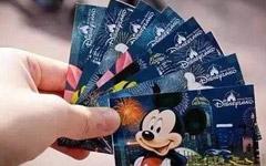 上海迪士尼通行证被黄牛党倒卖  称与迪士尼员工有合作