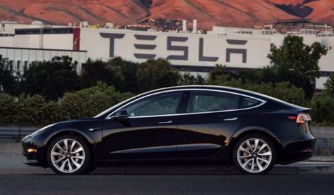 """特斯拉第一辆Model 3完成生产! """"美照""""曝光"""