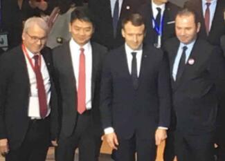 法国总统马克龙会见刘强东 未来两年京东销售20亿欧元法国商品