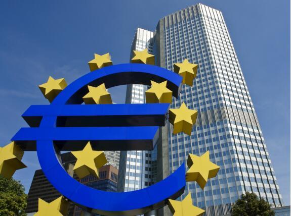 """欧洲央行鸽派""""结束QE经济刺激计划 欧元狂泻 欧股强势上扬"""