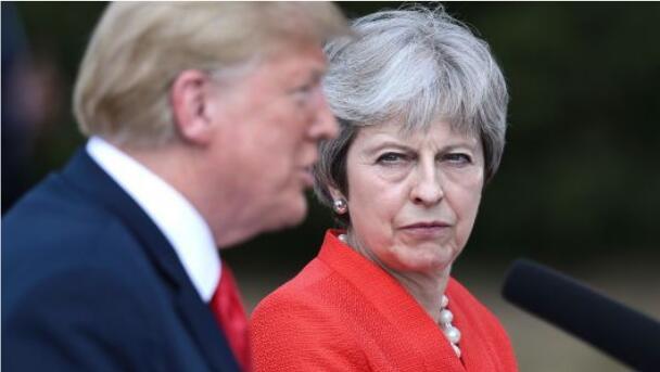 """英国相特蕾莎•梅特朗普建议她""""起诉""""欧盟,而不是与欧盟就英国退欧协议进行谈判"""