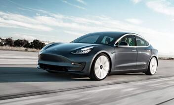 特斯拉延迟交付标准版Model 3 疑似为了推销高价版本