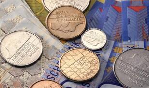 潘功胜:进一步便利境外投资者使用人民币投资境内债券和股票