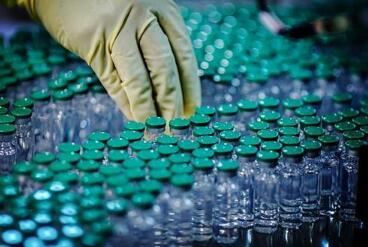 世界最大疫苗生产商表示新冠疫苗的出口将推迟到年底